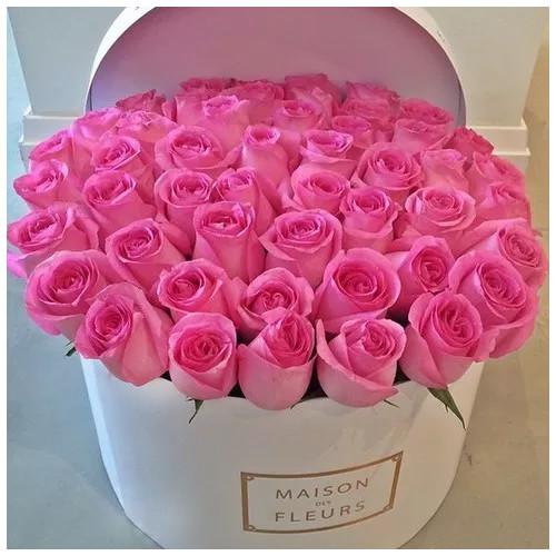 Купить на заказ Розовые розы в коробке Maison с доставкой в Атбасаре