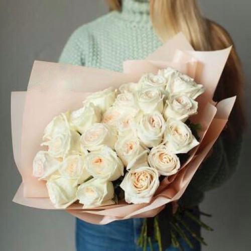 Купить на заказ Букет из 31 белой розы с доставкой в Атбасаре