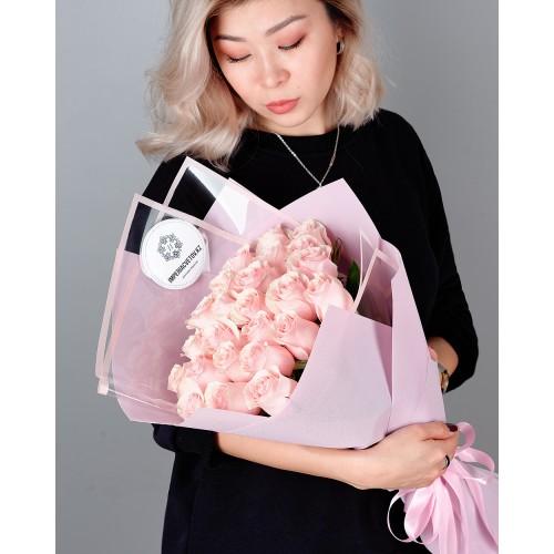 Купить на заказ Букет из 25 розовых роз с доставкой в Атбасаре