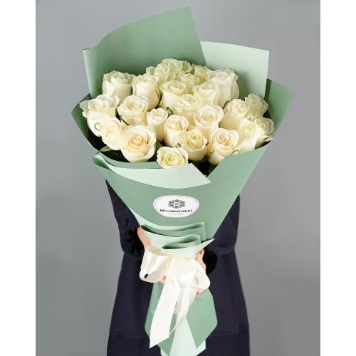 Купить на заказ Букет из 25 белых роз с доставкой в Атбасаре