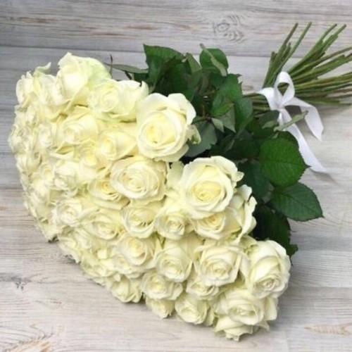 Купить на заказ Букет из 51 белой розы с доставкой в Атбасаре