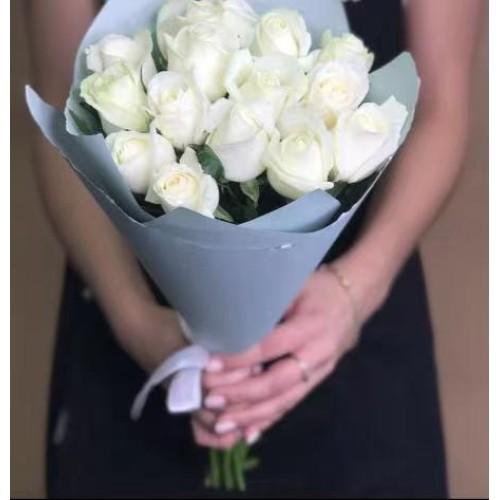 Купить на заказ 15 белых роз с доставкой в Атбасаре